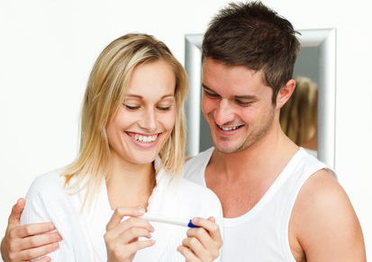 couple-with-pregnancy-test